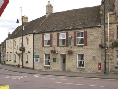 Tetbury dog-friendly restaurant and accommodation, Gloucestershire - Driving with Dogs