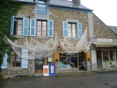 A dog walk in St Suliac, France - Driving with Dogs