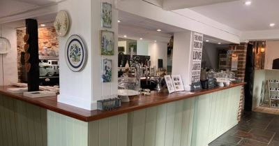 A337 dog walk and dog-friendly tea house, Hampshire - Driving with Dogs