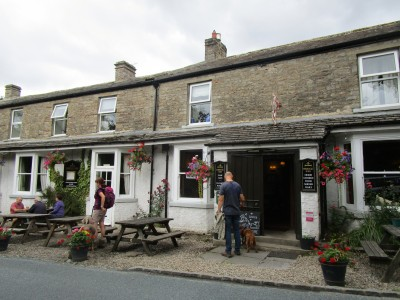 Dog walk and dog-friendly pub near Reeth, North Yorkshire - Driving with Dogs