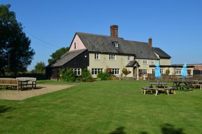 Happy country pub near the A11, Cambridgeshire - Driving with Dogs