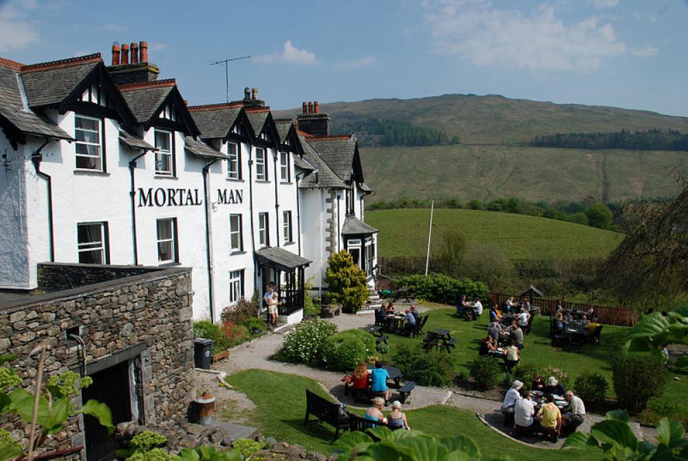 Dog-friendly pub near Ambleside, Cumbria - Cumbria dog-friendly pub and dog walk