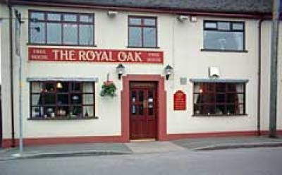Royal Oak dog-friendly pub and walkies, Staffordshire - Driving with Dogs