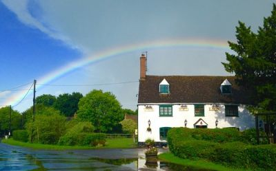 Dog and family-friendly village pub with B&B and dog walk near Witney, Oxfordshire - Driving with Dogs