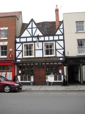 Tewkesbury dog-friendly pub and dog walk, Gloucestershire - Driving with Dogs