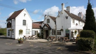 Earlswood dog-friendly pub, Warwickshire - Driving with Dogs