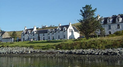Dog-friendly pub and dog walk on the Isle of Skye, Scotland - Driving with Dogs