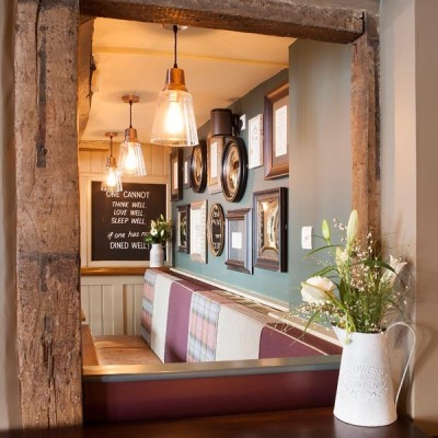 A360 dog walk and dog-friendly pub near Devizes, Wiltshire - Driving with Dogs