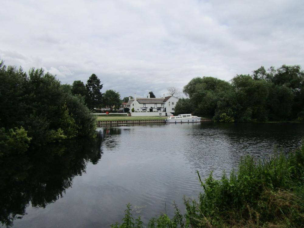 Waterside dog-friendly inn with B&B and dog walks, Cambridgeshire - Dog walks in Cambridgeshire
