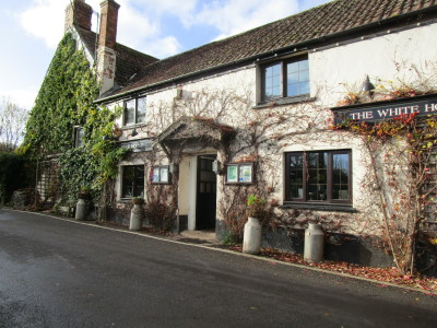 Hungerford dog-friendly pub, Somerset - Driving with Dogs