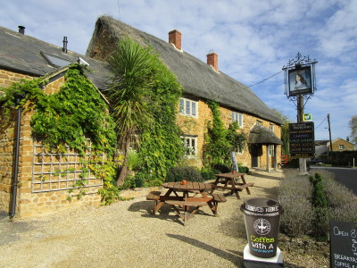 A361 dog-friendly pub with dog walk, Oxfordshire - Driving with Dogs