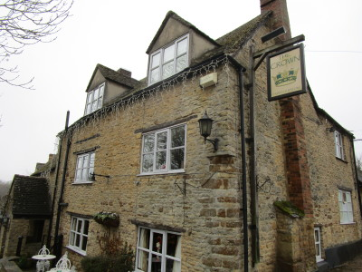A44 dog-friendly pub with dog walk near Chipping Norton, Oxfordshire - Driving with Dogs