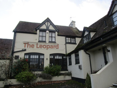 M40 Junction 13 dog-friendly pub, Warwickshire - Driving with Dogs