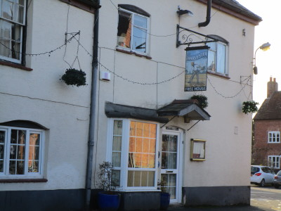 Long Itchington village pub and dog walk, Warwickshire - Driving with Dogs