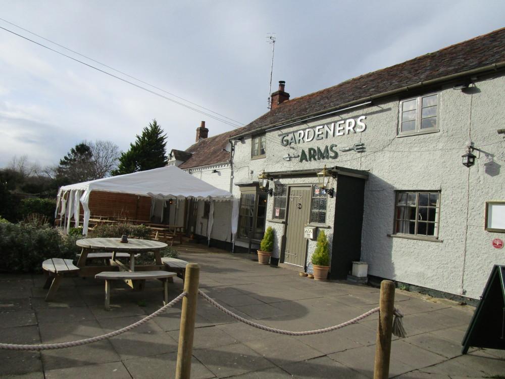 A44 near Evesham dog-friendly pub and dog walk, Worcestershire - Dog walks in Worcestershire
