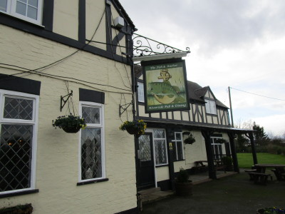 A46 Riverside dog-friendly pub and dog walk, Worcestershire - Driving with Dogs