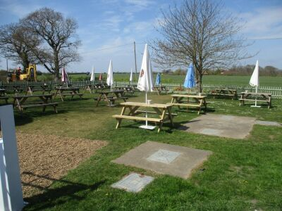 Hidden dog-friendly pub with garden and near the coast, Norfolk - Driving with Dogs