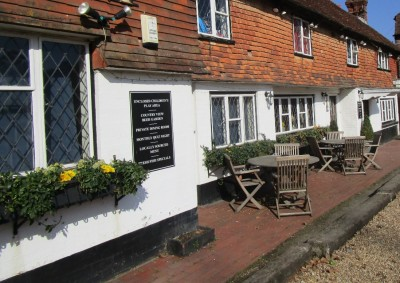 A286 dog-friendly inn and dog walk near Haslemere, Surrey - Driving with Dogs