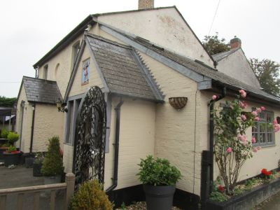 M4 dog-friendly pub and dog walk near Lambourn, Berkshire - Driving with Dogs