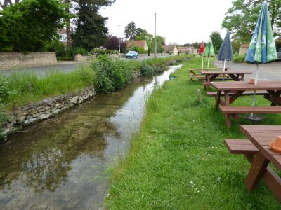 A15 country pub near Lincoln and a gentle dog walk, Lincolnshire - Driving with Dogs