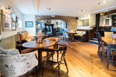 Dog-friendly pub and dog walk near Sully, Wales - Driving with Dogs