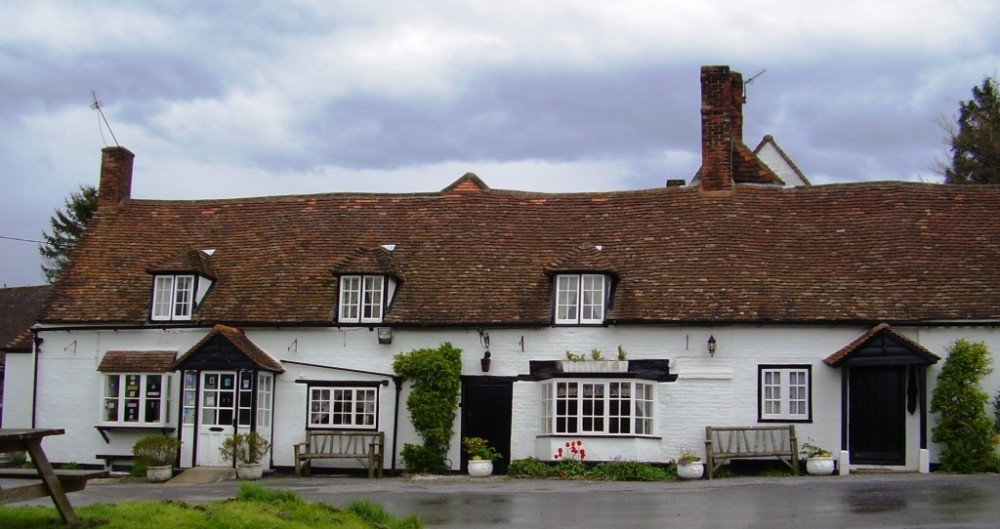 M40 junction 6 dog-friendly country pub and dog walks, Buckinghamshire - Buckinghamshire dog friendly pub and dog walk