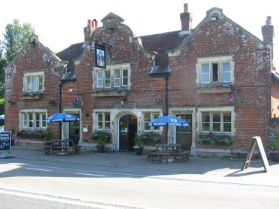 Salisbury Road doggie stop with pub and circular walk, Hampshire - Driving with Dogs