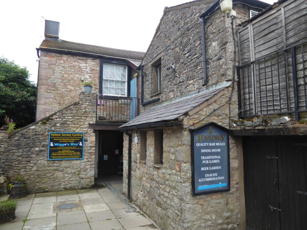 M6 Junction 40 dog-friendly village pub, Cumbria - Dog-friendly country pub near Penrith
