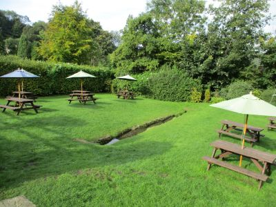Cotswold village dog-friendly pub and walk, Gloucestershire - Driving with Dogs