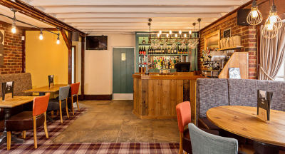 A6 near Flitwick dog walk and dog-friendly pub, Bedfordshire - Driving with Dogs
