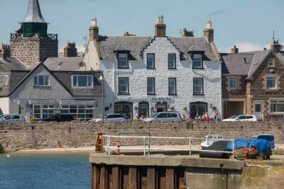 Stonehaven harbour pubs - dog-friendly, Scotland - Driving with Dogs