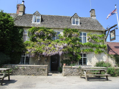 Dog-friendly inn near Burford, Oxfordshire - Driving with Dogs