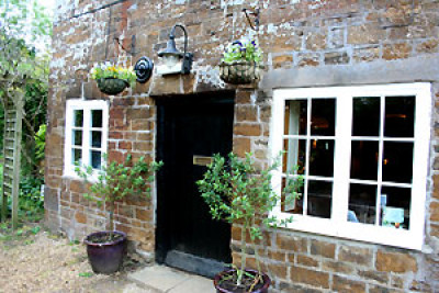 A425 south of Southam dog-friendly pub and walk, Warwickshire - Driving with Dogs