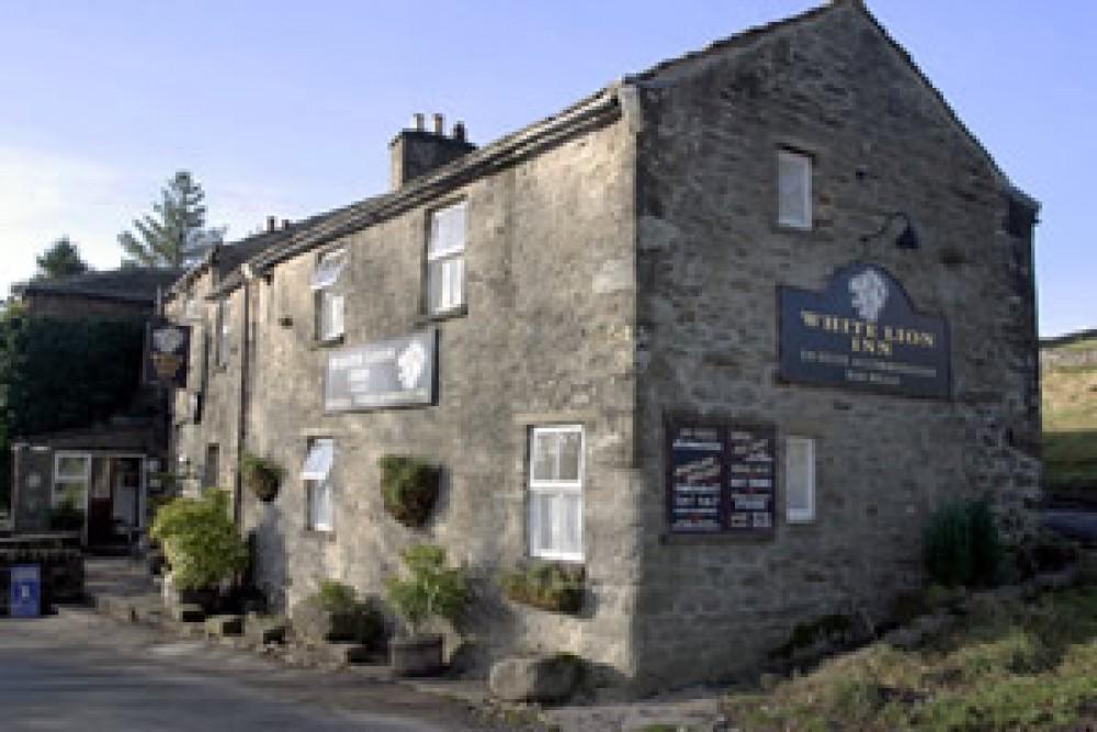 Wensleydale dog-friendly pub and dog walk, North Yorkshire - Yorkshire dog-friendly pub and dog walk