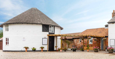 A131 Dog-friendly country pub on the Essex Way footpath, Essex - Driving with Dogs
