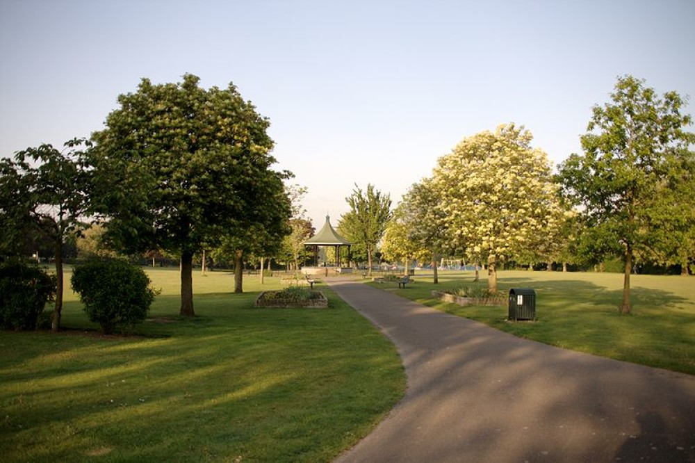 Elthorne Park, Hanwell, Greater London - Dog walks in Greater London