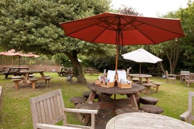 M4 Junction 16 dog-friendly pub and dog walk, Gloucestershire - Driving with Dogs