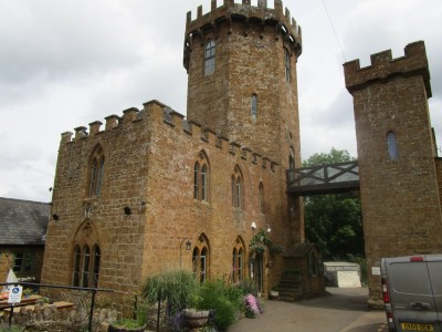 Dog walk and dog-friendly pub with a battlefield view, Warwickshire - Driving with Dogs