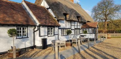 Dog friendly pub and dog walk near Henley on Thames, Oxfordshire - Driving with Dogs