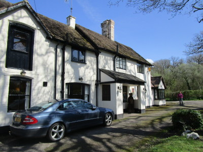 A4103 near Worcester dog-friendly inn and dog walk, Worcestershire - Driving with Dogs