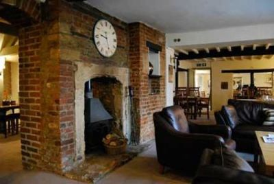 A361 dog-friendly pub and waterway walk near Melksham, Wiltshire - Driving with Dogs