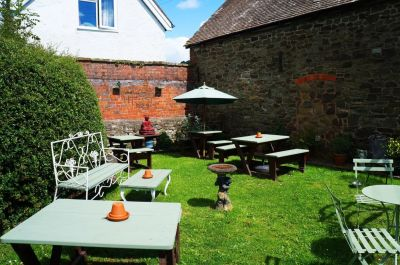 A49 dog friendly pub and dog walk in the Shropshire Hills, Shropshire - Driving with Dogs