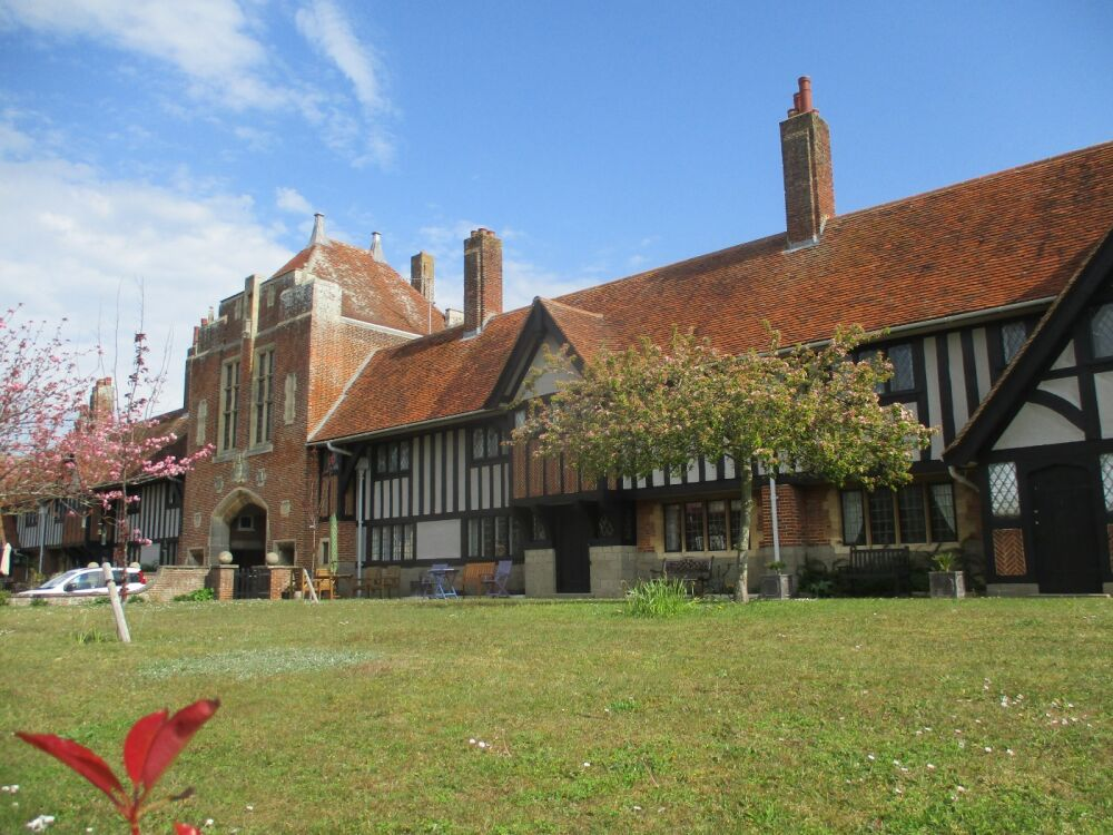 Vintage holiday village, walks and dog-friendly B&B, Suffolk - Suffolk dog walks, cafe and boating