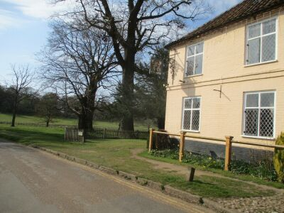 A140 country estate dog walks, B&B, a cafe and a pub, Norfolk - Driving with Dogs