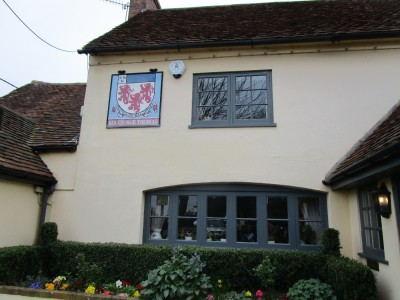 A29W Forest walk and a dog-friendly pub, West Sussex - Driving with Dogs