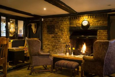 Dog-friendly country pub with B&B rooms and a dog walk, Cambridgeshire - Driving with Dogs