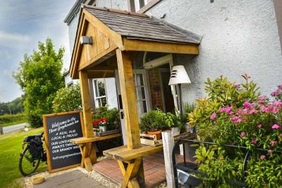 Three Greyhounds dog-friendly pub and dog walk, Cheshire - Driving with Dogs