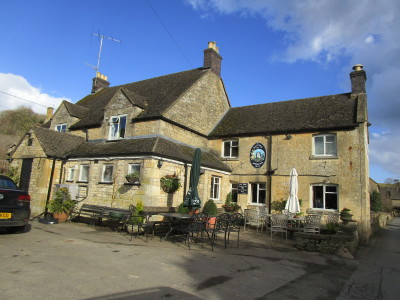 Dog-friendly pub and dog walk near Stow, Gloucestershire - Driving with Dogs