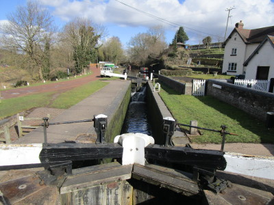 Black country canal pub and dog walk, Staffordshire - Driving with Dogs