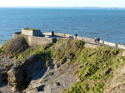 Dog-friendly beach with walks and dog-friendly pub, Wales - Driving with Dogs